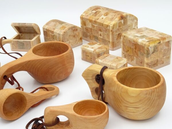 CUPS, MUGS AND JEWELERY BOXES